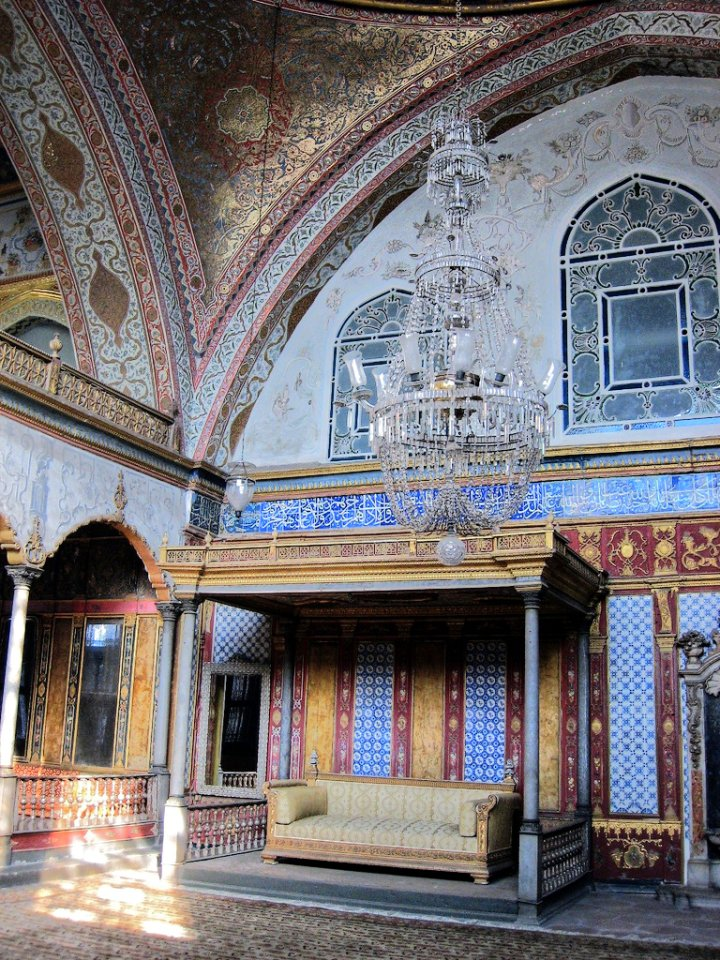 Imperial Hall with the throne of the sultan, Topkapi Palace, Istanbul, Turkey