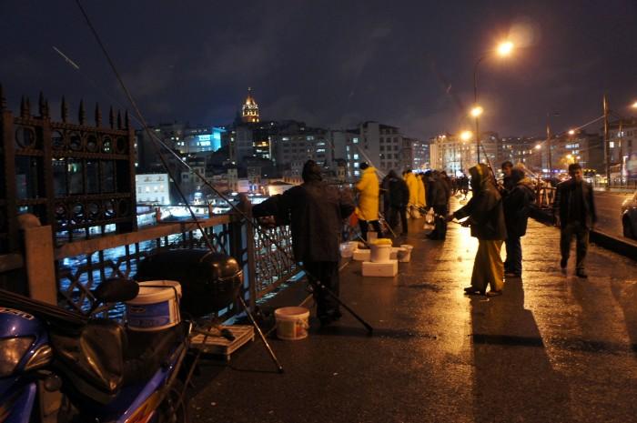 Рыбаки верхнего яруса Галатского моста