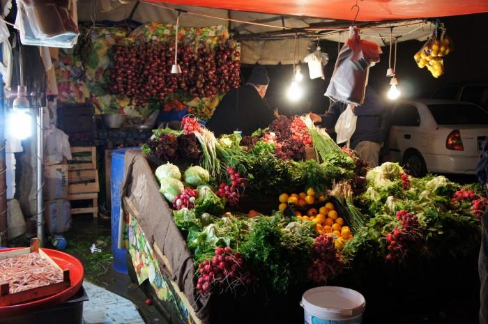 Всегда нравилась выкладка продуктов на восточных продуктовых рынках. Хотя, Стамбул это дух Азии и Европейское сердце