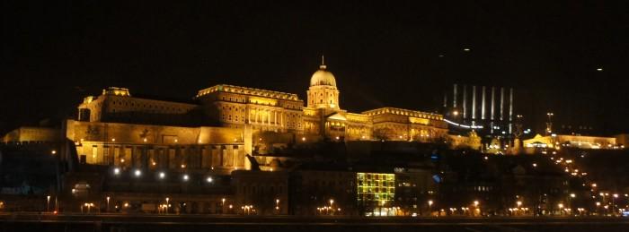 Вид с кораблика на ночные огни Будапешта