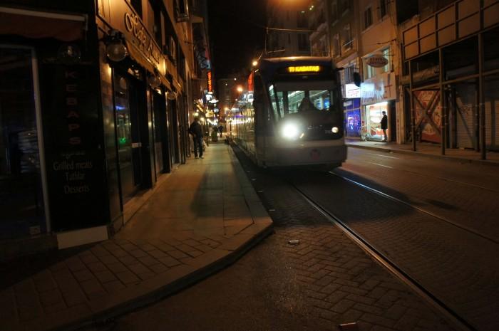 О! А вот и трамвай!